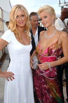 Nicky Hilton and Paris Hilton MTV Video Music Awards 2005 - Arrivals - 8/28/05