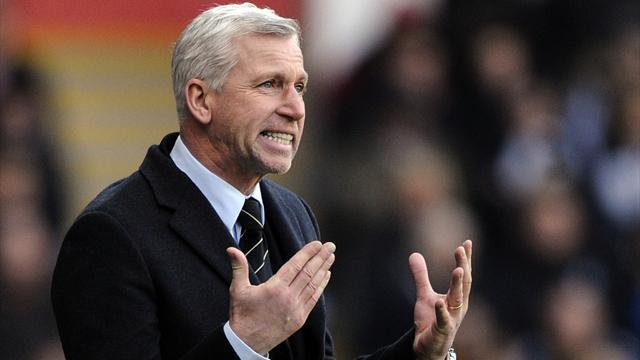Premier League - Pardew wants professional linesmen