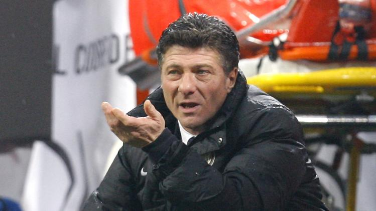 Inter Milan's coach Mazzarri gestures during their Italian Serie A soccer match against Chievo in Milan