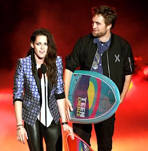 Kristen Stewart and Robert Pattinson Skip Teen Choice Awards 2013, Win Big