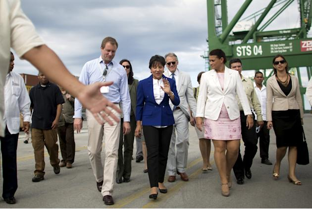 U.S. Commerce Secretary Pritzker walks between general directors of Mariel Port Baker and Igarza at the Mariel port on the outskirts of Havana
