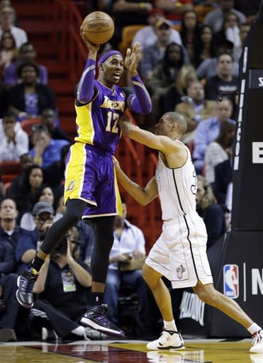 James scores 32 more, Heat top Lakers 107-97
