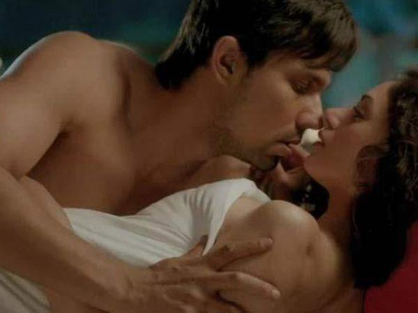 Image courtesy : iDiva.comRandeep Hooda and Aditi Rao Hydari: Murder 3 saw the duo share more than a few kisses and some intimate scenes too.Related Articles - Top 10 hot movie scenesVote: Hrithik-Ba