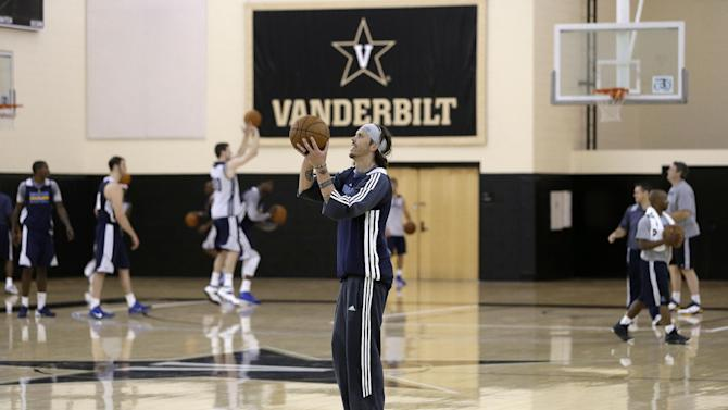 Memphis Grizzlies' Mike Miller, center, shoots during NBA basketball training camp at Vanderbilt University on Tuesday, Oct. 1, 2013, in Nashville, Tenn. The Grizzlies are scheduled to hold training camp in Nashville through Saturday