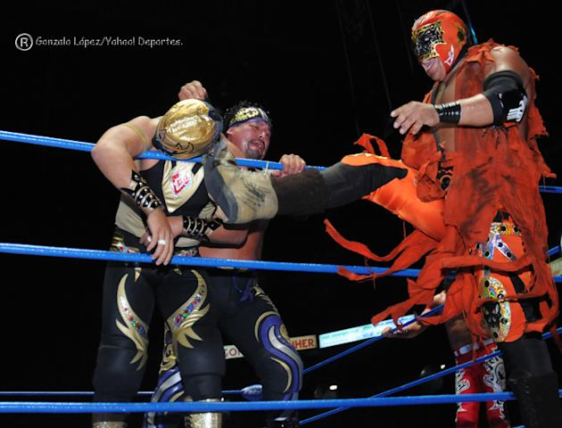 Lucha-Estelar-Mascara-Dorada--Rey-Escorpion-y-Mr--Niebla-jpg