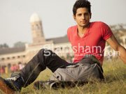 SOTY chocolate boy Sidharth Malhotra to turn angry young man for THE VILLAIN