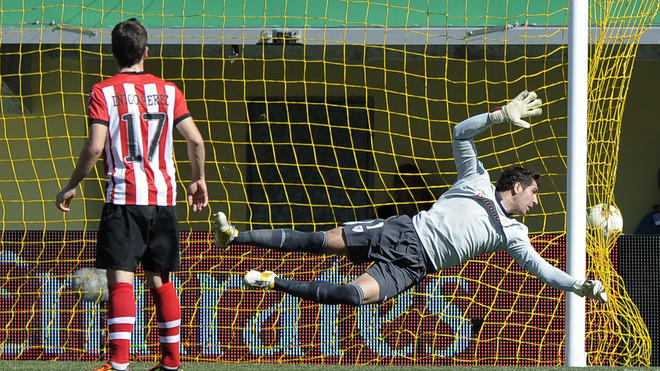 Athletic Bilbao's Goalkeeper Gorka Iraizoz Fails AFP/Getty Images