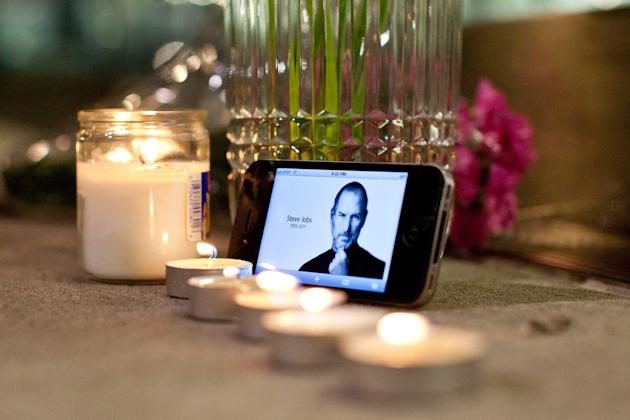 Americans Mourn Passing Of Apple Co-Founder Steve Jobs