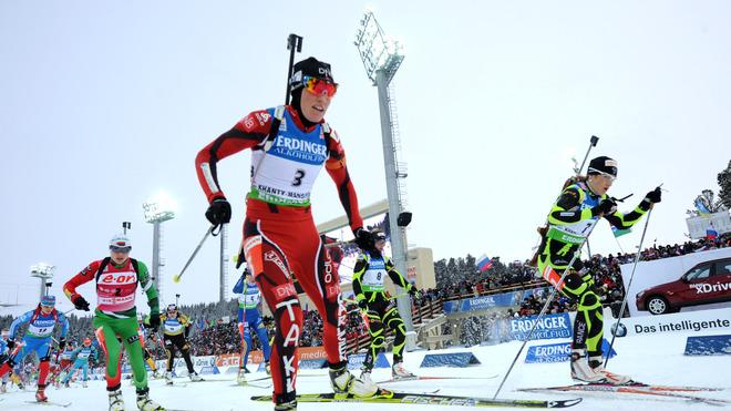 Belarus's Darya Domracheva (2R), Norway's Tora Berger (C) Compete In The Women's 12.5 Km Mass AFP/Getty Images