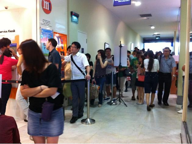 The scene at Change Alley (near Raffles Place) for the iPhone 5 was also filled with anxious Singaporeans waiting to get a feel for the new phone. (Photo credit: Stephanie Chua)