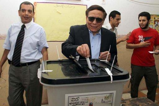 "Egypt's veteran comedian Adel Imam casts his vote at a polling station in Cairo in June 2012. A Cairo appeals court on Wednesday overturned the conviction of Imam, who had been sentenced to three months in jail for ""defaming Islam."""