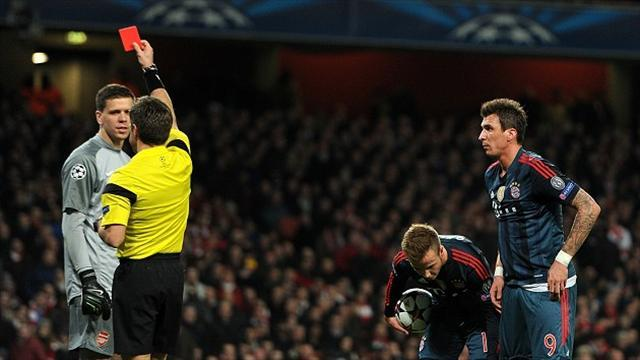 Champions League - Arsenal warn Szczesny over gesture