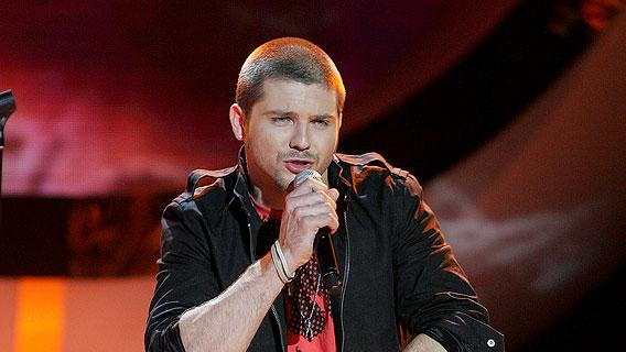 Chris Richardson performs as one of the top 8 contestants on the 6th season of American Idol.
