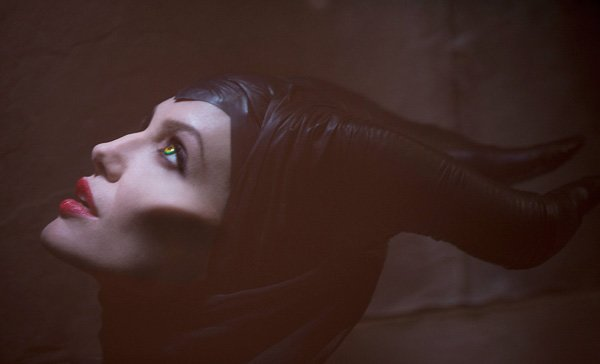 First Look: Angelina Jolie Looks Beautiful & Terrifying In 'Maleficent'