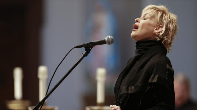 "Lorrie Morgan sings ""Ave Maria"" during a memorial service for fellow country singer Mindy McCready on Wednesday, March 6, 2013, in Nashville, Tenn. McCready committed suicide Feb. 17 in Heber Springs, Ark. Old friends and family members spoke about her difficulties and triumphs during the hour-long remembrance Wednesday at the Cathedral of the Incarnation. (AP Photo/Mark Humphrey)"