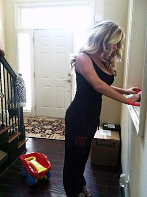Kim Zolciak Unveils Skinny Bod 2 Weeks After Giving Birth to Son