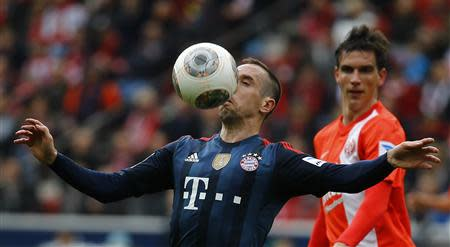 Bayern Munich's Franck Ribery (L) challenges Christoph Moritz of FSV Mainz 05 during their German first division Bundesliga soccer match in Mainz