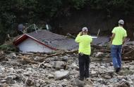 Boulder County workers look at a destroyed house in Jamestown, Colorado, after a flash flood destroyed much of the town, September 14, 2013. REUTERS/Rick Wilking