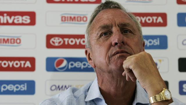 Liga - Legend Cruyff slams Mourinho over player criticism