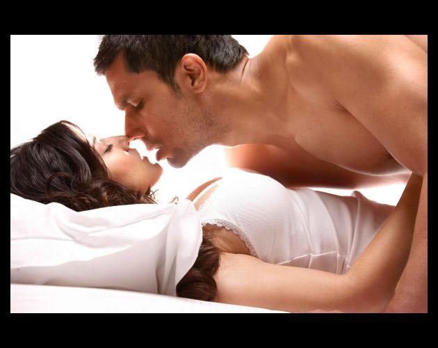 Randeep Hooda and Sunny Leone shoot for the love making scene