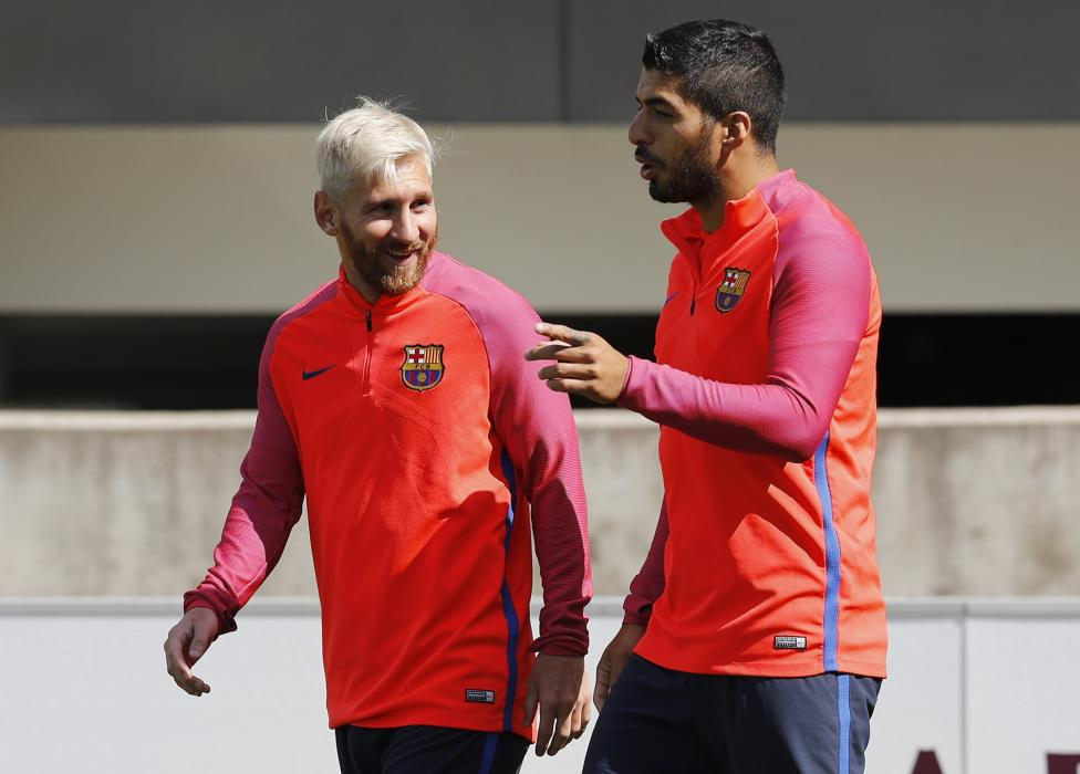 Barcelona's Luis Suarez and Lionel Messi during training