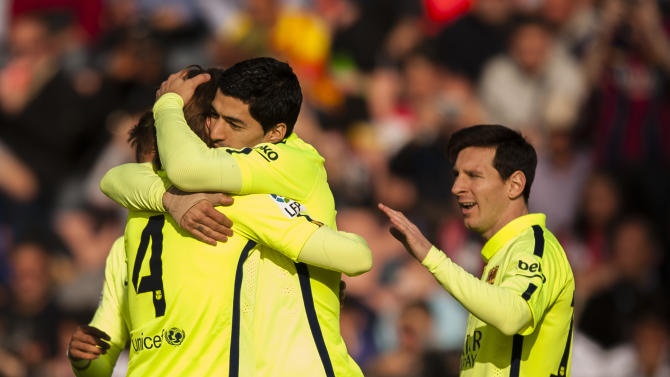 Suarez scores again in Barcelona victory, Man United wins