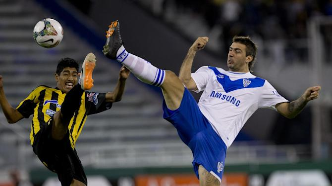Lucas Pratto of Argentina's Velez Sarsfield, right, fights for the ball with Raul Castro of Bolivia's The Strongest during a Copa Libertadores soccer match in Buenos Aires, Argentina, Tuesday, March 18, 2014