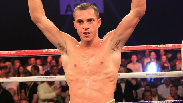 Boxing - Quigg blows Munyai away to retain super bantam title