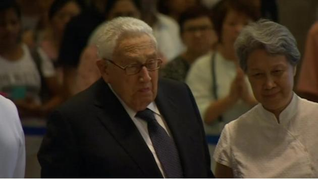US' Kissinger pays respect to late Singapore leader