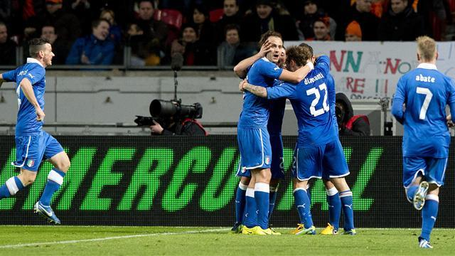 World Football - Italy strike late for draw with Dutch