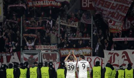 Bayern Munich's Mandzukic and Kroos applaud at the end of their Champions League soccer match against Viktoria Plzen in Plzen