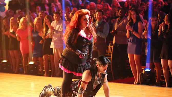 Wynonna Judd and Tony Dovolani (4/1/13)