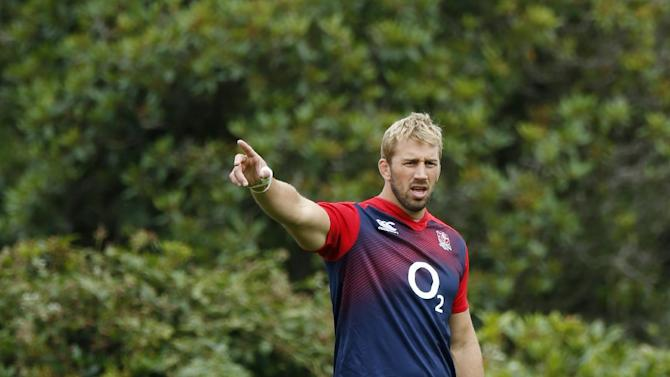 England's Chris Robshaw during training