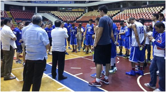 The Gilas players and SBP officials say a prayer before plunging into their first practice. (Photo by Jude Roque)