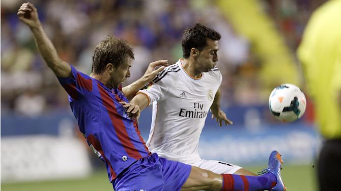 Real Madrid's Alvaro Arbeloa, right, duels for the ball with Levante's Andreas Ivanschitz from Austria during their La Liga soccer match at the Ciutat de Valecia stadium in Valencia, Spain, Saturday, Oct. 5, 2013