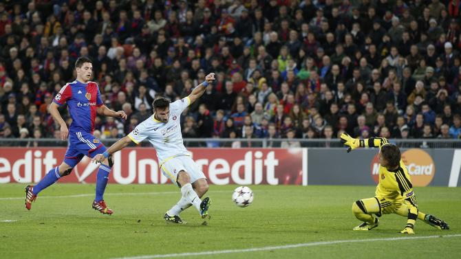 Steaua's Federico Piovaccari, center, scores against Basel's goalkeeper Yann Sommer, right, watched by Basel's Fabian Schaer, left, during a Champions League group E group stage soccer match between Switzerland's FC Basel 1893 and Romania's FC Steaua Bucharest at the St. Jakob-Park stadium in Basel, Switzerland, Wednesday, Nov. 6, 2013
