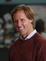 "This image released by Fox shows Nat Faxon, as Ben, in a scene from ""Ben and Kate,"" premiering Sept. 25 at 8:30 p.m. EST on FOX. (AP Photo/Fox, Jennifer Clasen)"