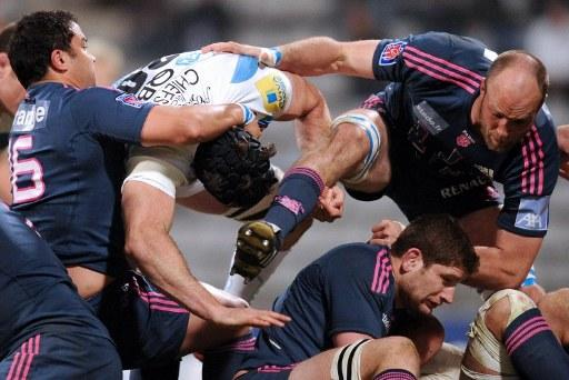 Stade Francais' flanker George Smith (C) and flanker Antoine Burban(R) fight in a ruck during the European Challenge Cup quarter final rugby union match Stade Francais vs. Exeter at the Charlety stadium in Paris on April 5, 2012. AFP PHOTO / FRANCK FIFE