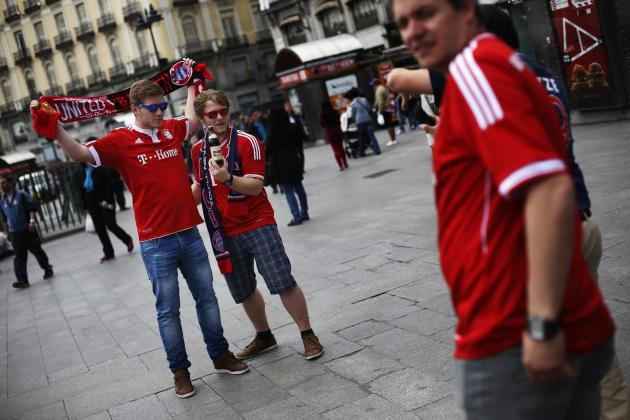 Bayern Munich supporters get their picture taken in central Madrid