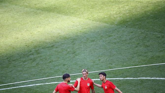 Atletico Madrid's Yannick Ferreira Carrasco, Fernando Torres and Oliver Torres during training