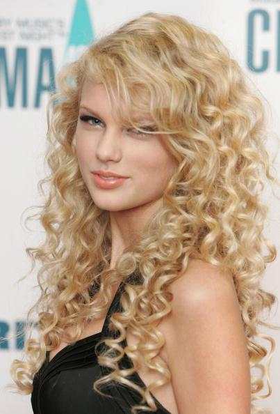 NASHVILLE, TN - NOVEMBER 06: Singer Taylor Swift attends the 40th Annual CMA Awards at the Gaylord Entertainment Center November 6, 2006 in Nashville,