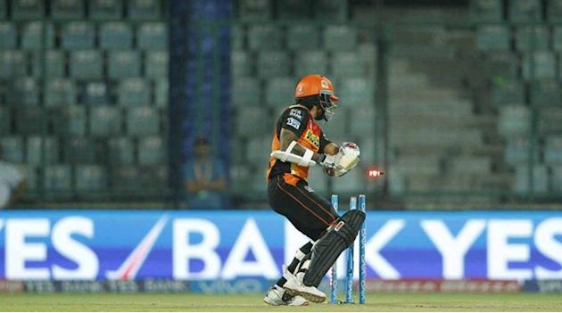 Live Cricket Score, SRH vs KKR, IPL 2016: SRH lose two wickets in a hurry against KKR in Eliminator 1 at Kotla