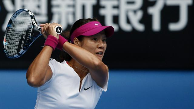Australian Open - Li sprints past Pennetta into semi-finals