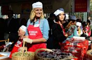 Kirk Douglas (L), Malin Akerman (C) Fievel Stewart (R) at the annual Los Angeles Mission Thanksgiving meal on November 21, 2012 in California