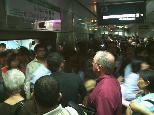 Over 17,000 commuters were affected by the major delay on the MRT. (Yahoo! photo)