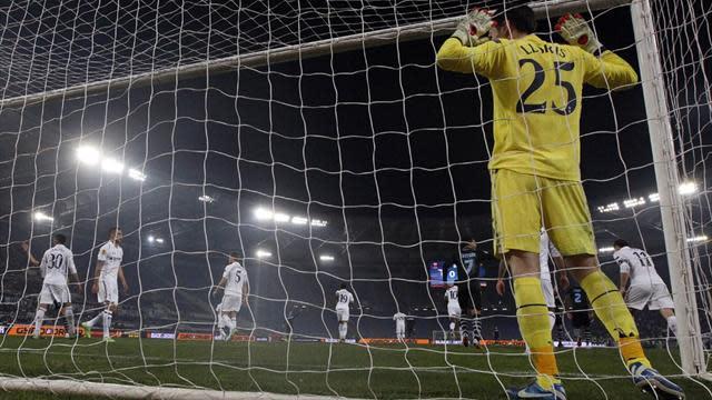 Europa League - Lloris earns Tottenham point at Lazio