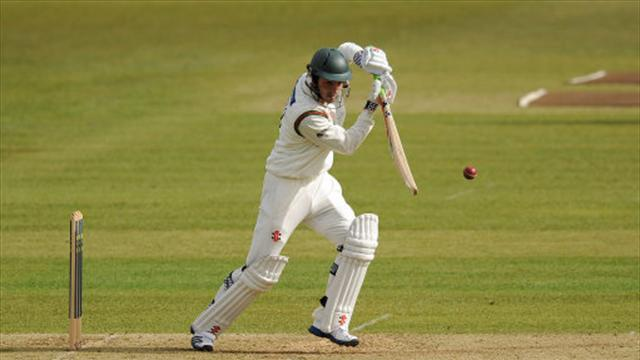 Cricket - Foxes dig in against Hampshire