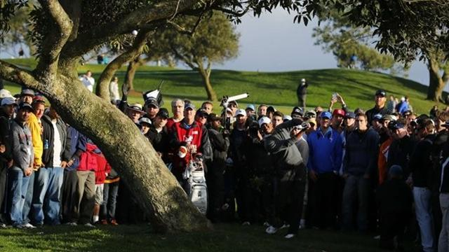 Golf - Woods in full command at Torrey Pines