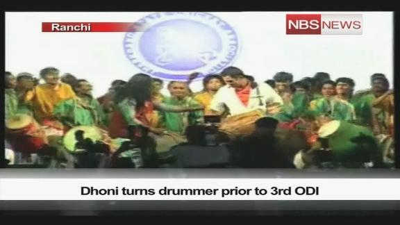 Dhoni turns drummer prior to 3rd ODI