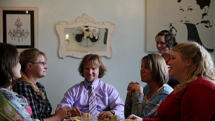 "Robyn Sullivan and Christine, Kody, Meri, and Janelle Brown taste potential wedding cakes at a bakery on ""Sister Wives."""